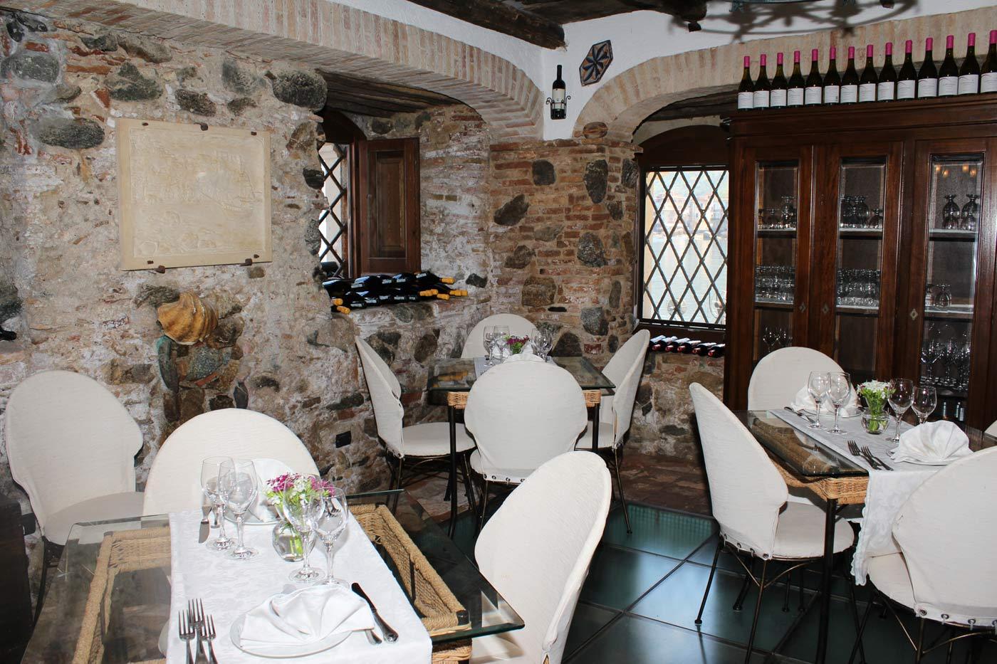Rent a convertible car in Scilla restaurant